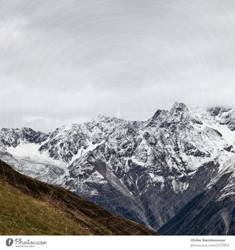 V Umwelt Natur Landschaft Urelemente Wolken Herbst Eis Frost Schnee Gras Alpen Berge u. Gebirge Schneebedeckte Gipfel Gletscher Schlucht bedrohlich natürlich