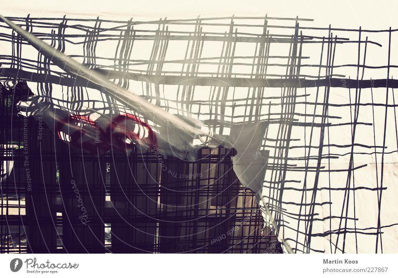Adé Stil Renovieren einrichten Verpackung Dekoration & Verzierung Kunststoff alt hell Abdeckung verstecken verborgen Gitternetz Muster Baustelle Farbfoto