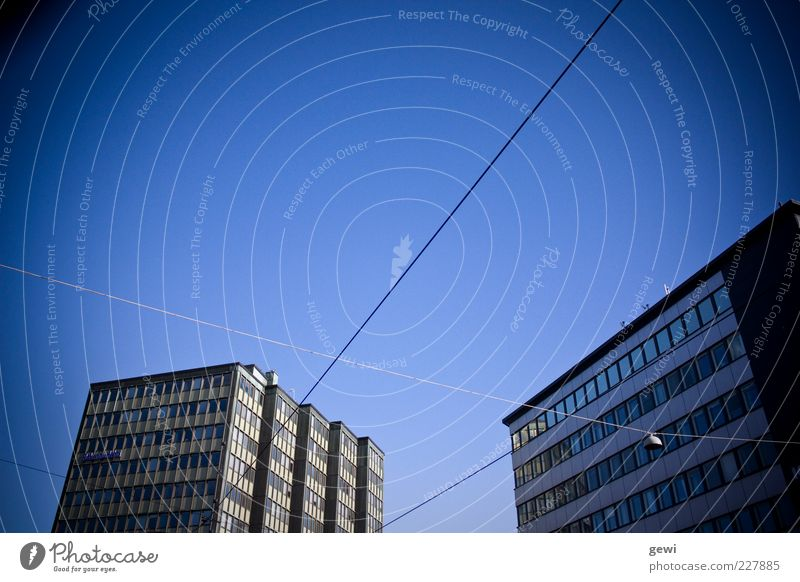 Helsinki Sky Stadt Hochhaus Gebäude Architektur eckig einfach kalt blau Geometrie Farbfoto Außenaufnahme Menschenleer Textfreiraum links Textfreiraum oben