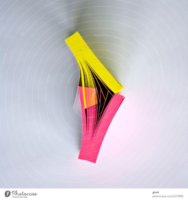 Office Love gelb rosa Design Arbeitsplatz abstrakt Zettel Block Vogelperspektive Schreibwaren Warnfarbe