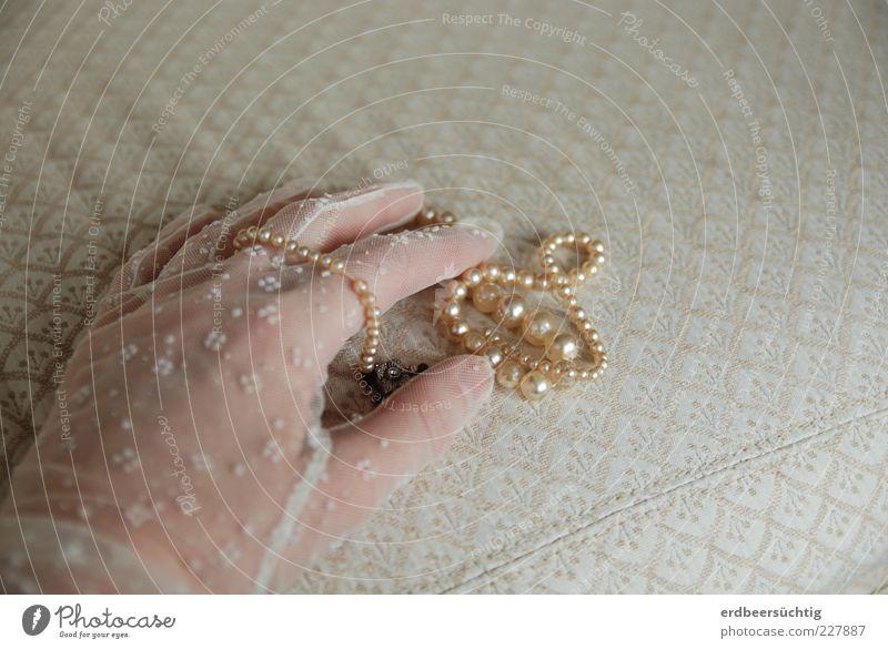 Girl's dreams? Feste & Feiern feminin Frau Erwachsene Leben Hand Finger Stoff Spitze Handschuhe weiß Romantik Perlenkette Perlmutt zart besitzen Schmuck
