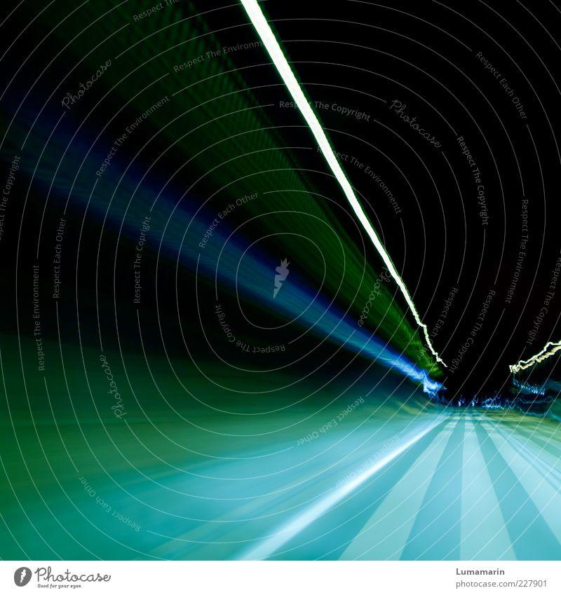 zoom blau grün weiß Ferne Straße dunkel kalt Bewegung Wege & Pfade Stimmung modern Verkehr ästhetisch Geschwindigkeit Elektrizität Streifen