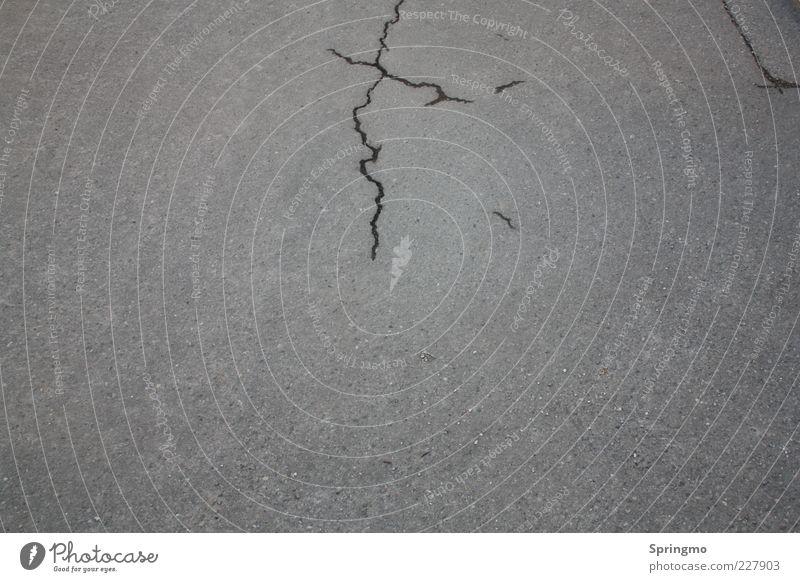 Cracked schwarz Straße Wand grau Bewegung Mauer Stein Kraft Fassade Beton Riss Zerstörung Aggression Schaden