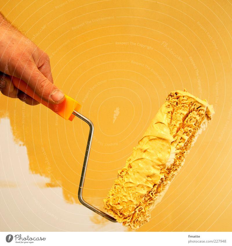 malern Hand gelb Farbe Erwachsene Farbstoff Arbeit & Erwerbstätigkeit Wohnung maskulin neu streichen Umzug (Wohnungswechsel) Handwerk Renovieren Anstreicher