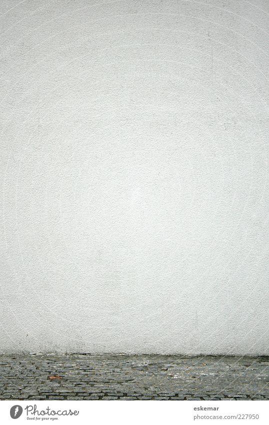 Wand weiß Haus Wand grau Mauer Hintergrundbild Beton trist Boden Bodenbelag Bürgersteig Textfreiraum Pflastersteine minimalistisch neutral Wege & Pfade