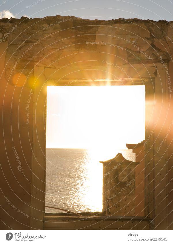 Durchblick | Sonne Licht Wärme Himmel Stadt Meer Fenster Religion & Glaube Leben Wand Mauer Freiheit Häusliches Leben hell leuchten Horizont Schönes Wetter