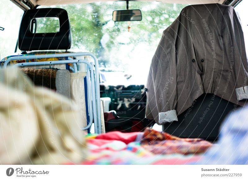 t3 Sommer Leben Freiheit PKW Ausflug liegen Autofenster Bett Tropfen Kreuz Jacke Camping Bus lässig Decke beweglich