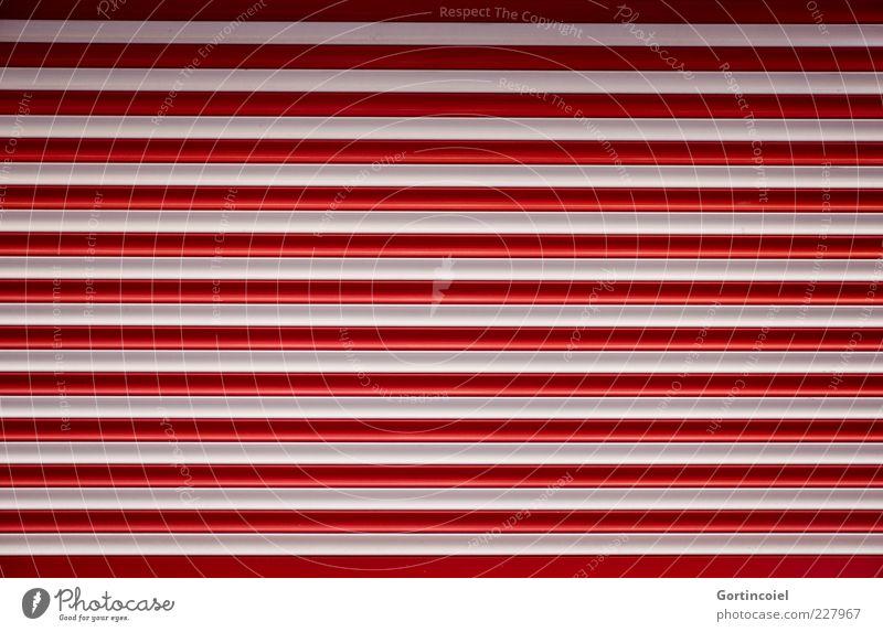 Heute geschlossen Tor rot weiß Streifen gestreift Linie Rollladen Garagentor Einfahrt Rolltor Farbfoto Außenaufnahme Muster Schatten Textfreiraum Menschenleer
