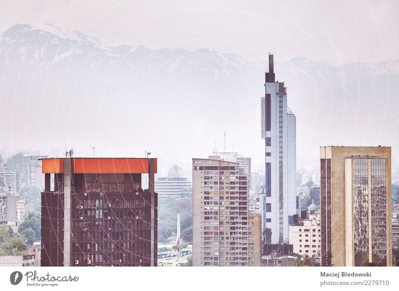 Gebäude in der Innenstadt von Santiago de Chile. Himmel Ferien & Urlaub & Reisen Architektur Business Häusliches Leben Büro modern Hochhaus Aussicht Skyline