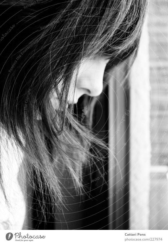 days Mensch Jugendliche Gesicht feminin Denken Traurigkeit träumen warten Nase Autofenster langhaarig Junge Frau Gleichgültigkeit