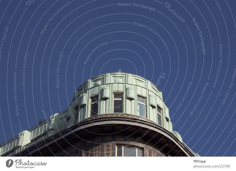 obenwohnen Dach blau-weiß Wien Altbau Architektur Himmel Ecke