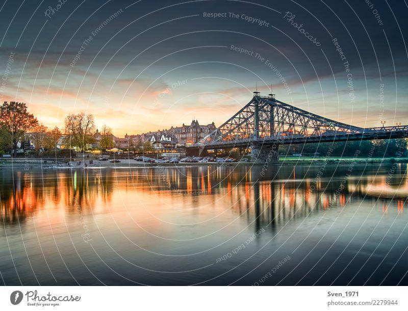 Blaues Wunder Dresden Landschaft Wasser Sonnenaufgang Sonnenuntergang Flussufer Deutschland Europa Stadt Brücke Stahl blau orange Stimmung Loschwitz Elbe
