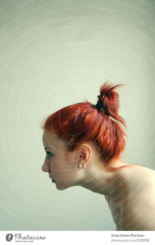dino. Mensch Jugendliche schön Erwachsene feminin Gefühle Haare & Frisuren Stimmung außergewöhnlich Körperhaltung 18-30 Jahre Neugier dünn Junge Frau Zopf