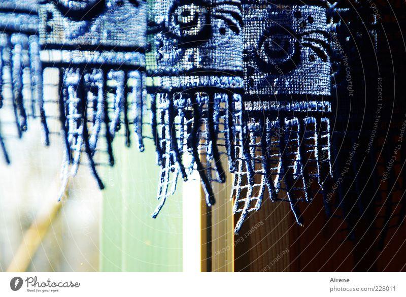 Nostalgie in Blau Dekoration & Verzierung Gardine Spitze Fenster Kitsch Krimskrams Holz Glas Ornament hängen hell schön blau grün schwarz weiß ästhetisch