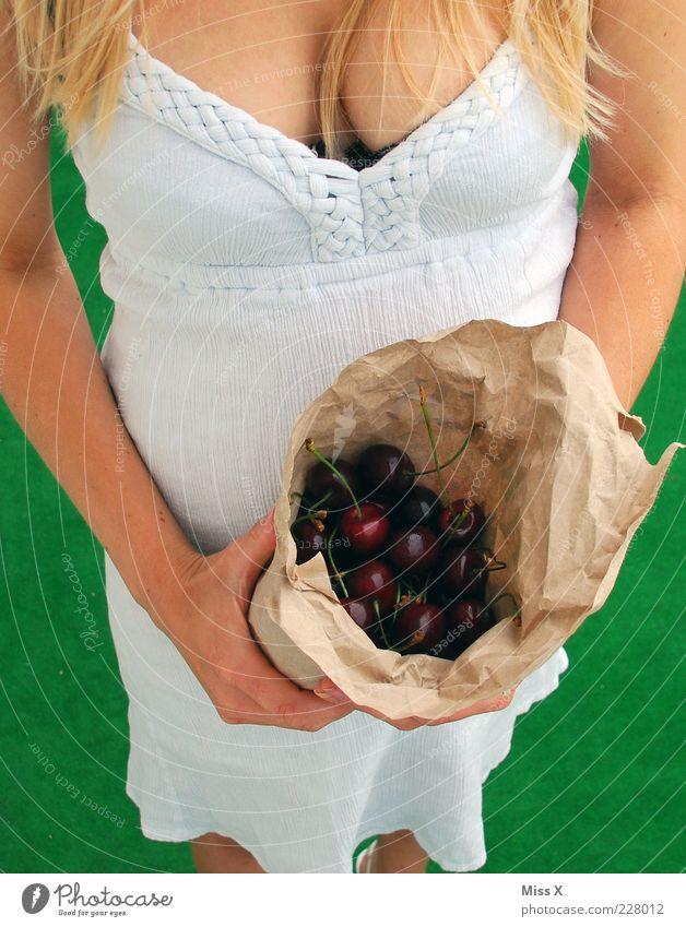 USP - unique selling proposition Mensch Jugendliche Sommer Erwachsene feminin Lebensmittel blond Frucht kaufen süß Frauenbrust 18-30 Jahre Brust lecker