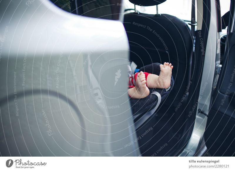 Füßchen. Ferien & Urlaub & Reisen Ausflug Abenteuer Städtereise Sommer Kind Baby Kleinkind Kindheit Leben Fuß 0-12 Monate 1-3 Jahre Autofahren Fahrzeug PKW