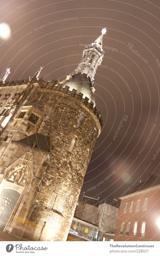Aachen Rathaus dunkel Wand Architektur Gebäude Mauer Deutschland Beleuchtung Europa entdecken Denkmal Sehenswürdigkeit Marktplatz Altstadt Altbau Rathaus Blendenfleck