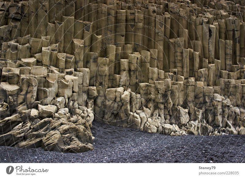 Basaltgestein Natur Landschaft grau Sand Stein braun Felsen außergewöhnlich Island bizarr eckig Muster Gesteinsformationen