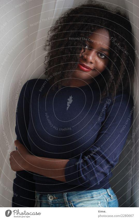 Arabella | Lieblingsmensch Oberkörper Porträt Innenaufnahme Inspiration Respekt Schüchternheit Interesse Neugier Ausdauer Wachsamkeit Warmherzigkeit Leben schön