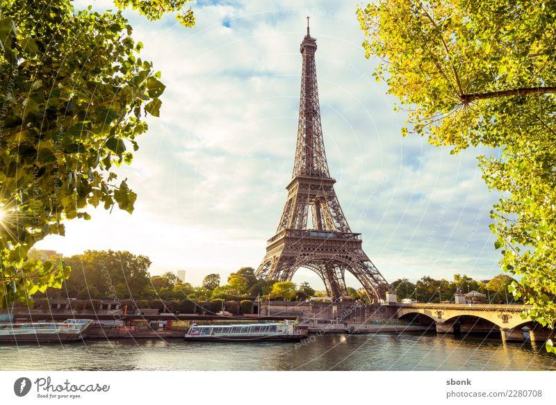 Eiffelturm am Morgen Paris Stadt Sehenswürdigkeit Wahrzeichen Denkmal Liebe Frankreich Tour d'Eiffel Farbfoto Außenaufnahme Menschenleer Textfreiraum Mitte