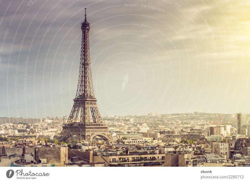 Tour Eiffel Paris Stadt Sehenswürdigkeit Wahrzeichen Denkmal Tour d'Eiffel historisch hoch Frankreich Farbfoto Außenaufnahme Menschenleer Textfreiraum rechts