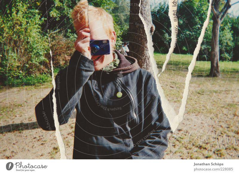 Filmriss Mensch Jugendliche Baum Freude Erwachsene Glück lachen Park lustig Freundschaft Freizeit & Hobby blond maskulin Fröhlichkeit kaputt