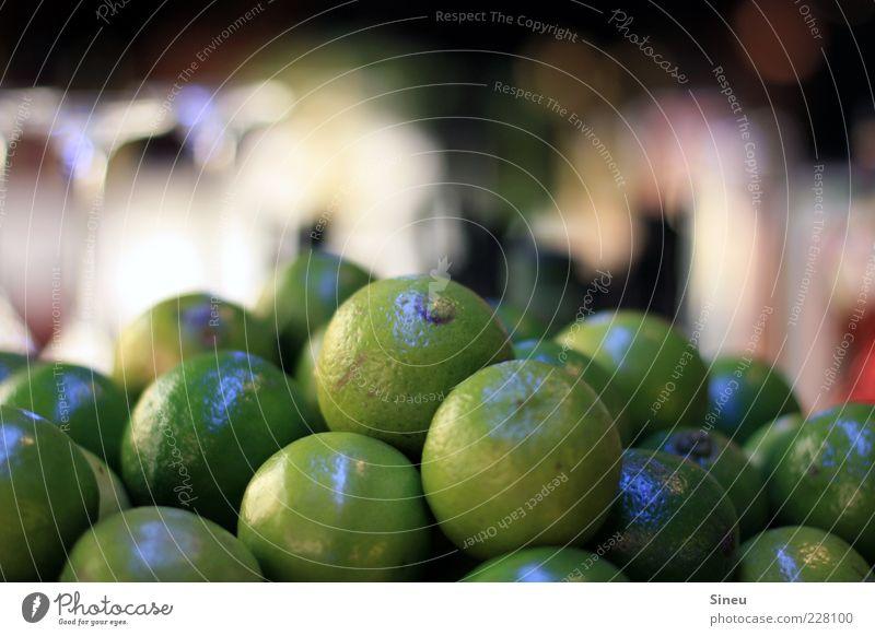 Caipi & Co. Limone Duft exotisch frisch Gesundheit klein rund sauer grün Farbe rein Qualität Farbfoto Innenaufnahme Nahaufnahme Menschenleer Abend Kunstlicht