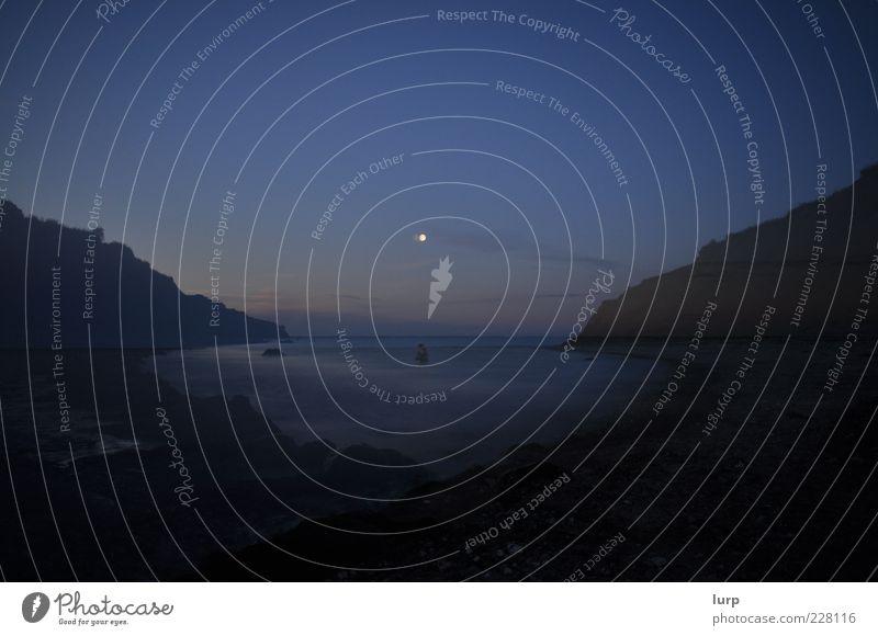 unreal cove Wasser Meer Einsamkeit Ferne dunkel Umwelt Berge u. Gebirge Landschaft fantastisch Bucht Mond Doppelbelichtung mystisch Nachthimmel Klippe