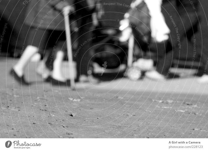 walk of life Mensch Weiblicher Senior Frau Leben Beine Fuß 4 60 und älter Wege & Pfade Strumpfhose Schuhe Erholung festhalten gehen laufen Zusammensein langsam