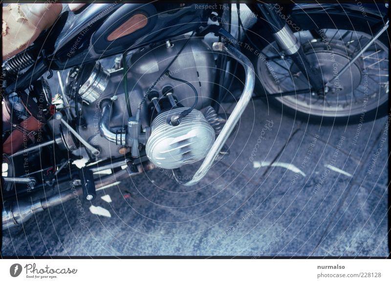 Maschine Straße Umwelt Freiheit glänzend laufen Lifestyle retro stark Rad Maschine Motorrad Kleinmotorrad Motor laut Oldtimer Tank