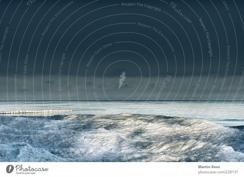 Usedom Nebensaison Natur Landschaft Wasser Wolken Klima Klimawandel Eis Frost Schnee Wellen Ostsee Meer blau grau weiß ästhetisch kalt Tourismus Horizont