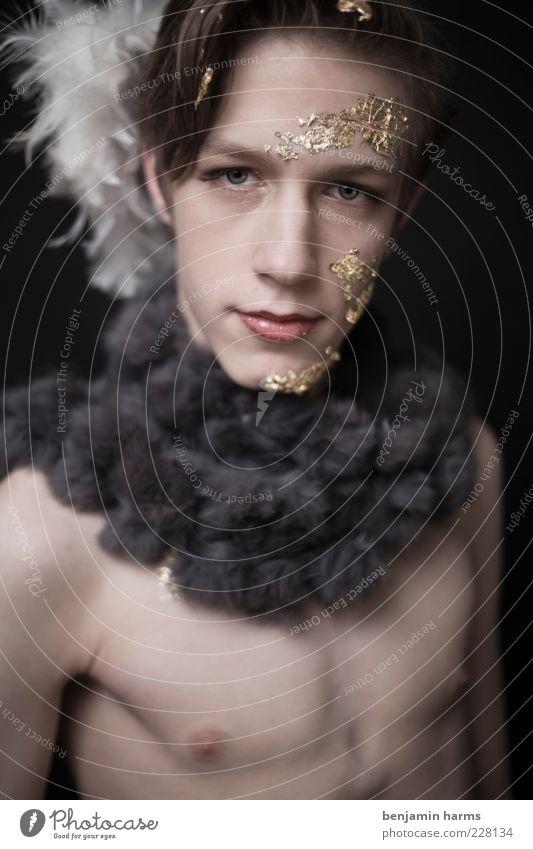 Habgier #1 Mensch maskulin Junger Mann Jugendliche 18-30 Jahre Erwachsene Pelzware brünett glänzend schön Gier Farbfoto Innenaufnahme Kunstlicht Porträt
