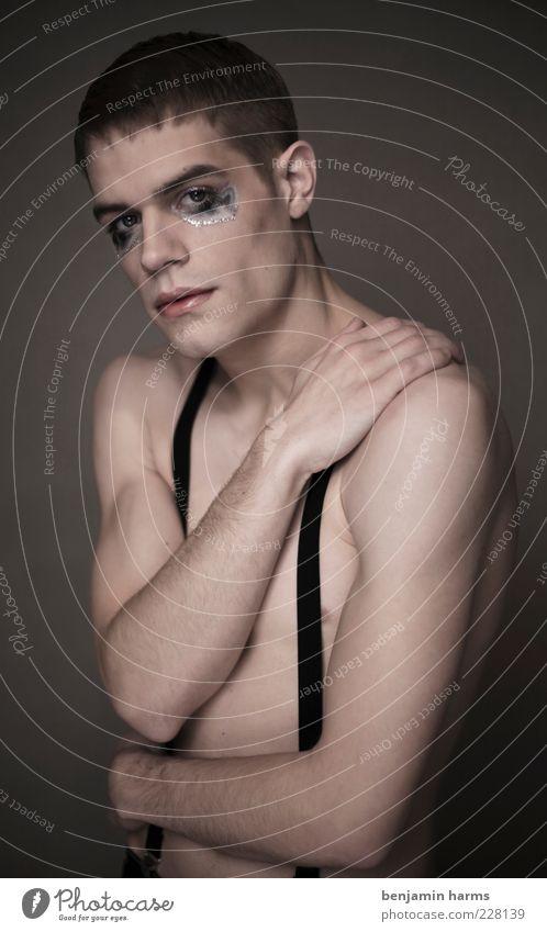 Trägheit #3 Mensch maskulin Junger Mann Jugendliche 1 18-30 Jahre Erwachsene trist Gefühle Traurigkeit Farbfoto Innenaufnahme Kunstlicht Porträt