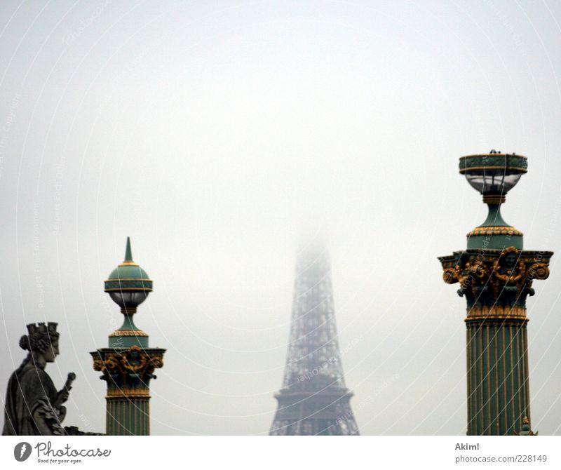 """bedeckter """"Tour Eiffel""""... alt Architektur Lampe Kunst Nebel Tourismus Europa trist Bauwerk Paris Denkmal Wahrzeichen Frankreich Hauptstadt Sehenswürdigkeit König"""