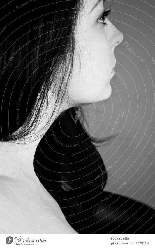 minimalism. Jugendliche schön feminin Erwachsene Stil Denken träumen elegant modern ästhetisch einzigartig Neugier 18-30 Jahre langhaarig Junge Frau