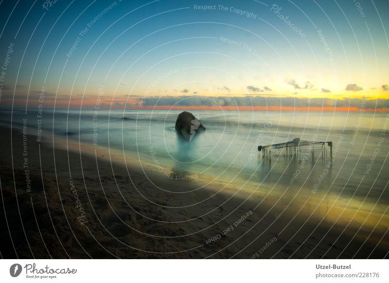 Ausverkauf Freude Meer Strand Ferne Horizont Unendlichkeit mystisch Sorge Brandung Nachthimmel Umweltverschmutzung Einkaufswagen sparsam Stein Sonnenuntergang