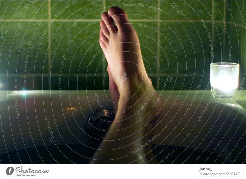 entspannung Wellness harmonisch Wohlgefühl Erholung ruhig Schwimmen & Baden Badewanne Mensch maskulin Mann Erwachsene Beine Fuß 1 Wasser liegen träumen nass