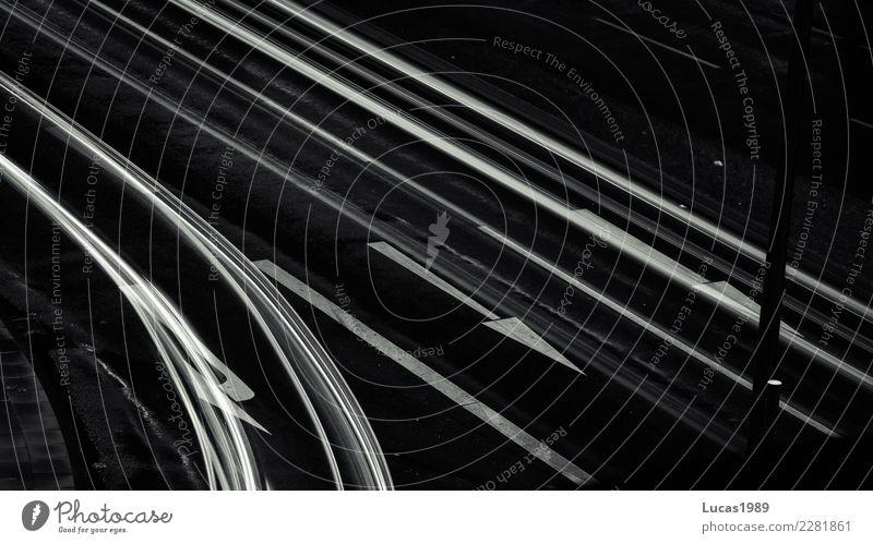auf der richtigen Spur Stadt Verkehr Verkehrsmittel Verkehrswege Personenverkehr Straßenverkehr Autofahren Straßenkreuzung Wege & Pfade Wegkreuzung Abzweigung