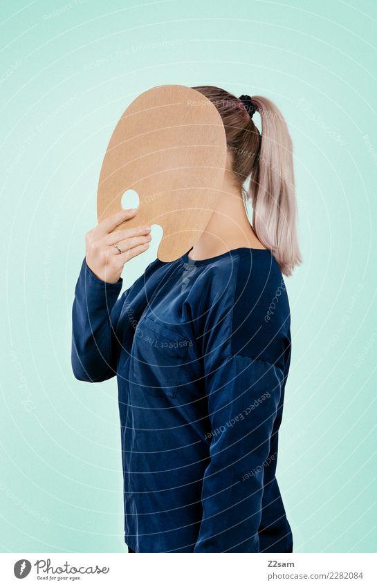 IDENTITY Lifestyle elegant Stil feminin Junge Frau Jugendliche 18-30 Jahre Erwachsene Mode Bluse blond Zopf farbpalette festhalten stehen einfach trendy modern