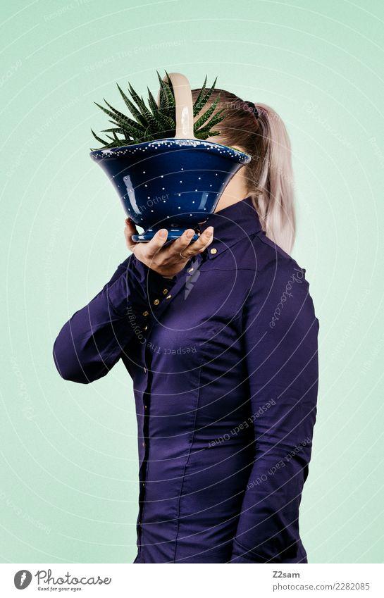IDENTITY Lifestyle elegant Stil feminin Junge Frau Jugendliche 18-30 Jahre Erwachsene Pflanze Blumentopf Bluse blond Zopf festhalten stehen Coolness trendy