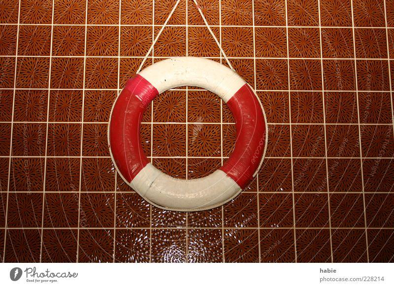 Seenotrettung aus den 70ern alt weiß rot Freude kalt Wand braun Kraft Freizeit & Hobby nass Energie authentisch Schwimmbad Fliesen u. Kacheln Flüssigkeit hängen