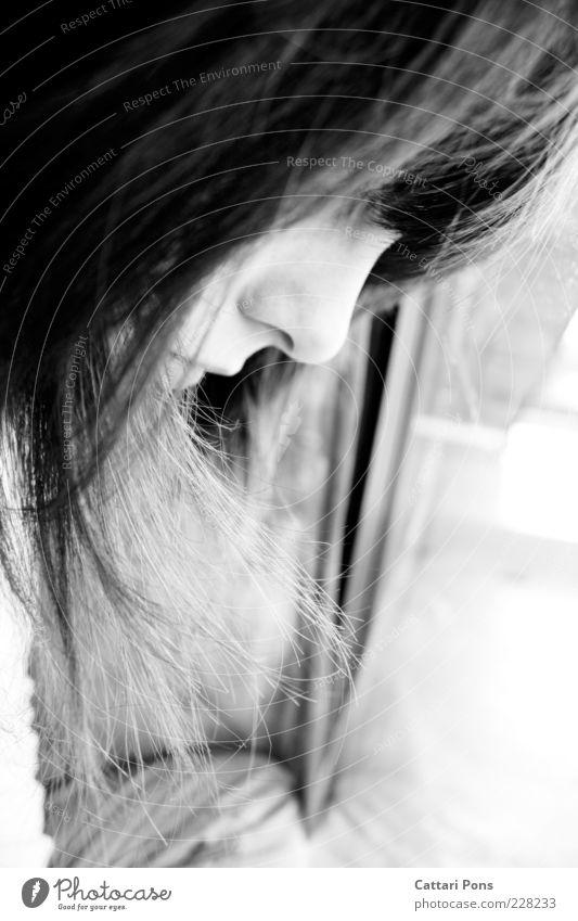 Tage Mensch feminin Junge Frau Jugendliche Erwachsene Kopf Nase Lippen 1 18-30 Jahre Haare & Frisuren langhaarig Denken Blick träumen Traurigkeit warten nah