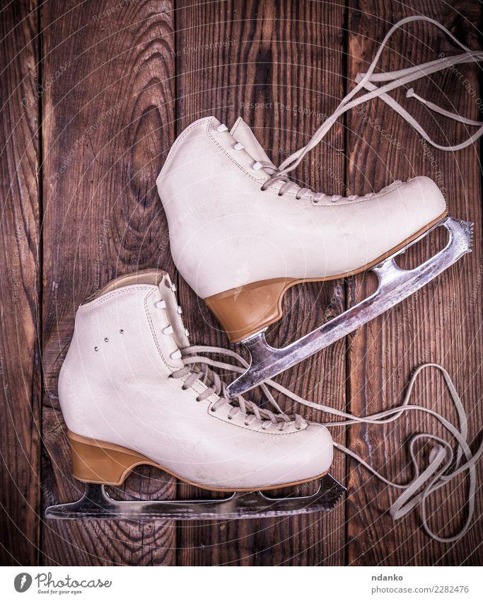 Weiße Lederschuhe für Eiskunstlauf elegant Freizeit & Hobby Sport Wintersport Schuhe Holz retro braun weiß Schlittschuhlaufen Figur Hintergrund Klinge Paar