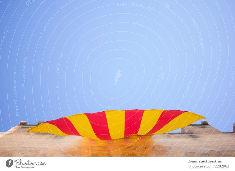 Catalunya Feste & Feiern Jahrmarkt Wirtschaft Wolkenloser Himmel Schönes Wetter Barcelona Katalonien Menschenleer Burg oder Schloss Rathaus Gebäude Mauer Wand