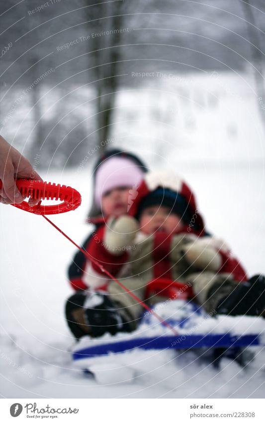 ...schneller Mensch Kind Natur Hand Freude Mädchen Winter Schnee Junge Glück Familie & Verwandtschaft Kindheit Fröhlichkeit Schuhe Schnur Mütze