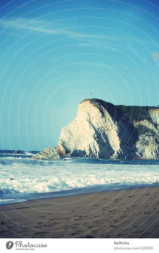 el destino Luft Wasser Sonnenlicht Sommer Schönes Wetter Felsen Gipfel Wellen Küste Strand Meer blau Bilbao Baskenland Spanien Sand Golf von Biskaya