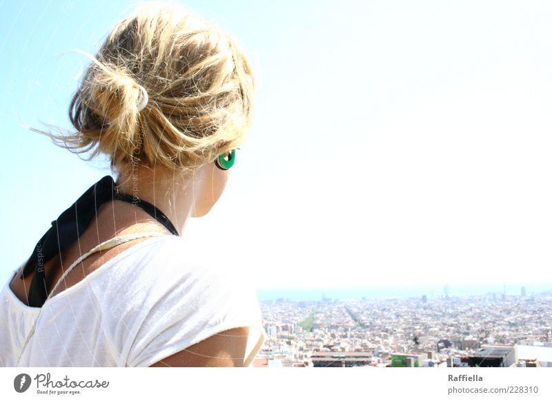 auf der anderen Seite Junge Frau Jugendliche Haare & Frisuren Rücken Schulter bevölkert Haus Hafen T-Shirt Bikini Ohrringe blond Zopf beobachten genießen Blick