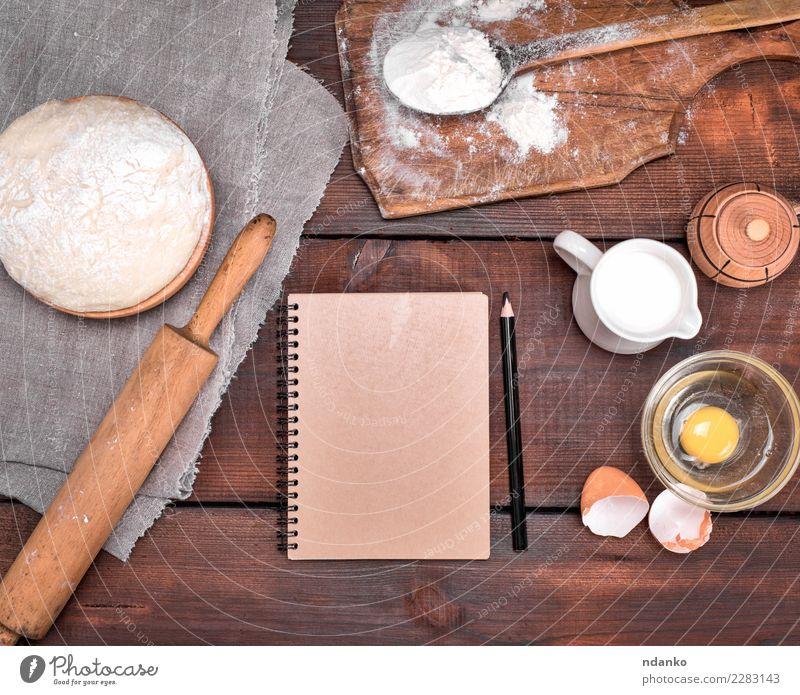 Teig und Zutaten weiß Essen natürlich Holz braun oben frisch Tisch Papier Küche Brot Schalen & Schüsseln Essen zubereiten Backwaren Mahlzeit Bleistift