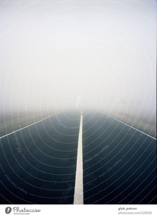 Natur Himmel kalt Herbst Landschaft Linie Stimmung Nebel Wetter Horizont Klima Unendlichkeit Autobahn Russland Verkehrsschild Verkehrszeichen