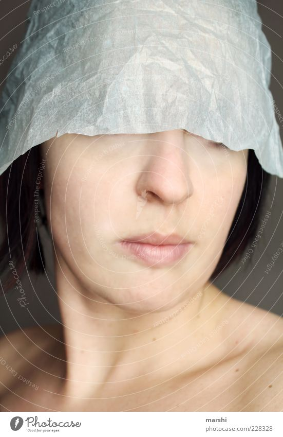 Schutzhelm Frau Mensch Gesicht feminin Kopf Erwachsene Stil Haut Papier anonym Identität verdeckt unerkannt Frauenmund Frauennase